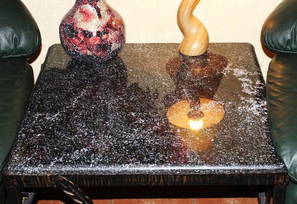 jurnalnui-stolik-granit