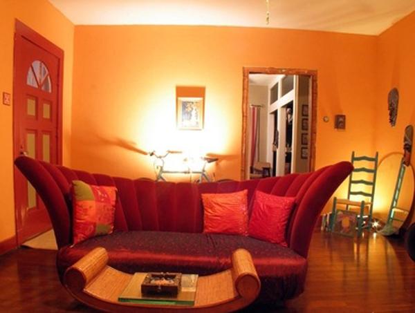 yarko-oranjeviy-cvet-v-interere-1